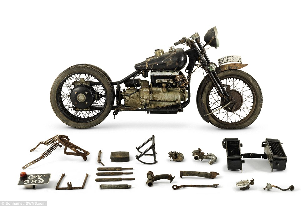 2F5D2A8400000578-3359441-The_ex_Hubert_Chantrey_Brough_Superior_750cc_BS4_is_expected_to_-m-120_1450121998193