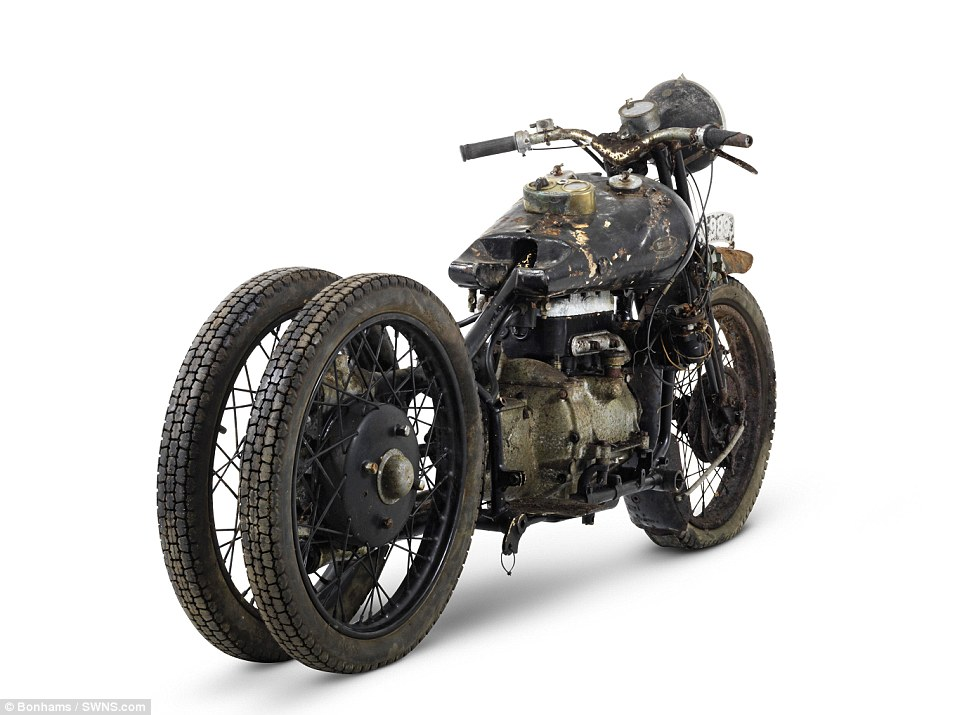 2F5D2AC700000578-3359441-The_ex_Hubert_Chantrey_Brough_Superior_750cc_BS4_is_one_of_the_h-m-14_1450117559921
