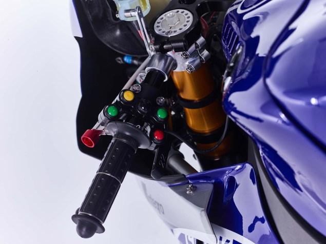 2016-Yamaha-YZF-R1-World-Superbike-15