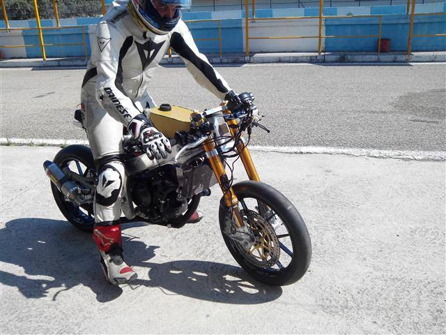 Tyφoon MotoRacing UoWM5