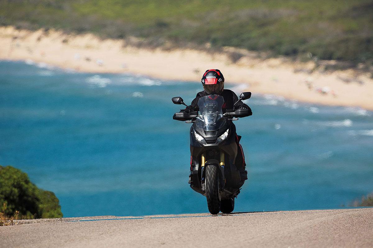 2017-honda-x-adv-adventure-scooter-01
